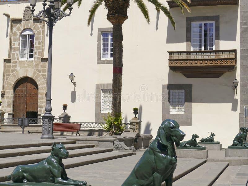 Standbeelden, kanariehonden, Plein Santa Ana, Vegueta, oude stad van Las Palmas, Las Palmas de Gran Canaria, Gran Canaria, Canari stock foto