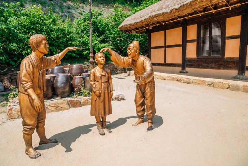 Standbeelden in literair dorp van Kim u jeong, Chuncheon, Korea royalty-vrije stock foto