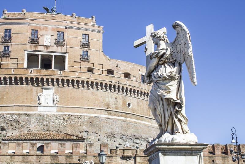 Standbeelden op de brug van de Engel van heilige royalty-vrije stock afbeeldingen