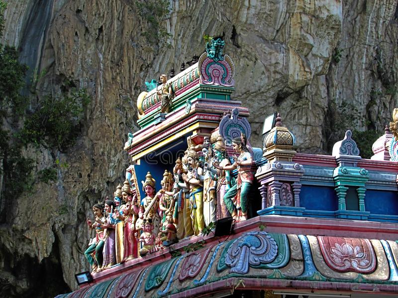 Standbeelden op het Dak van de Indische Hindoese Tempel van Sri Subramaniar stock foto
