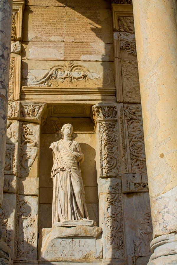 Standbeelden in oude antieke stad van Efes, Ephesus-ruïnes stock foto
