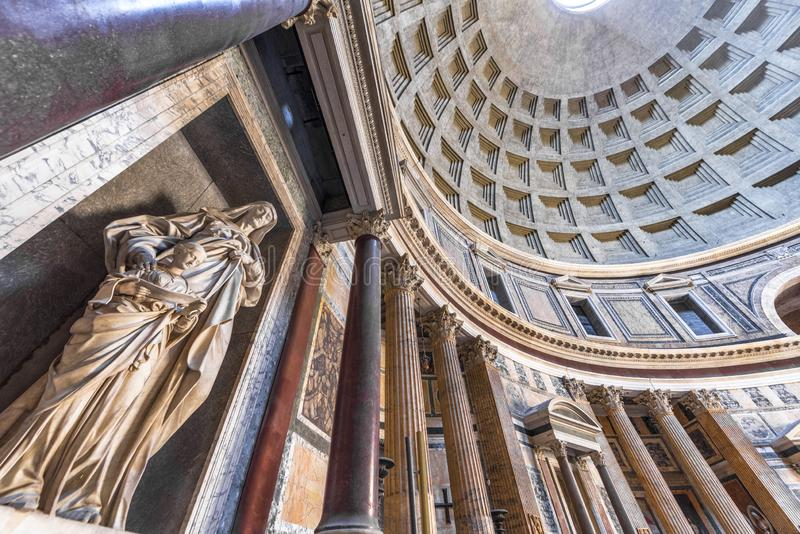 Standbeelden in Pantheon royalty-vrije stock foto's
