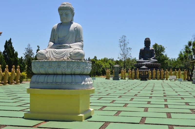 Standbeelden in tempelboeddhisme royalty-vrije stock foto's