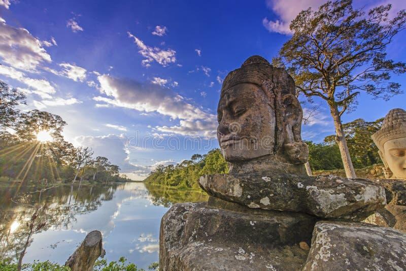 Standbeelden van Angkor Thom royalty-vrije stock afbeelding