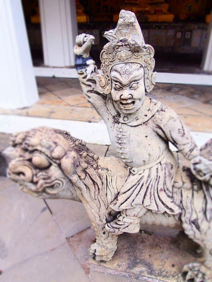 Standbeelden van deities in de tempel Thailand royalty-vrije stock foto