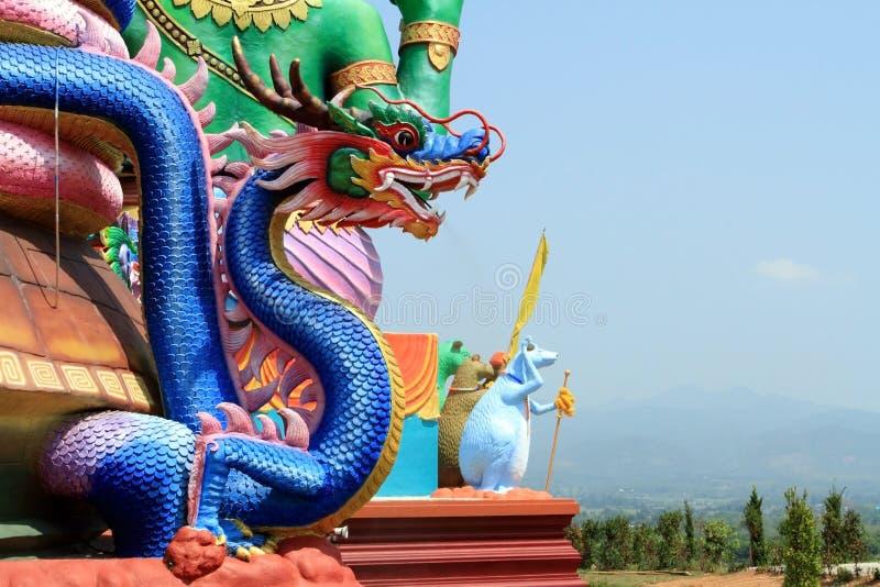 Standbeelden van grote draak royalty-vrije stock afbeeldingen