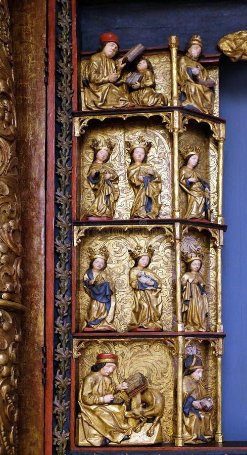 Standbeelden van Heiligen, 15de eeuw, van de kerk van de Koningin van de Heilige Rozentuin in Remetine, Kroatië stock foto
