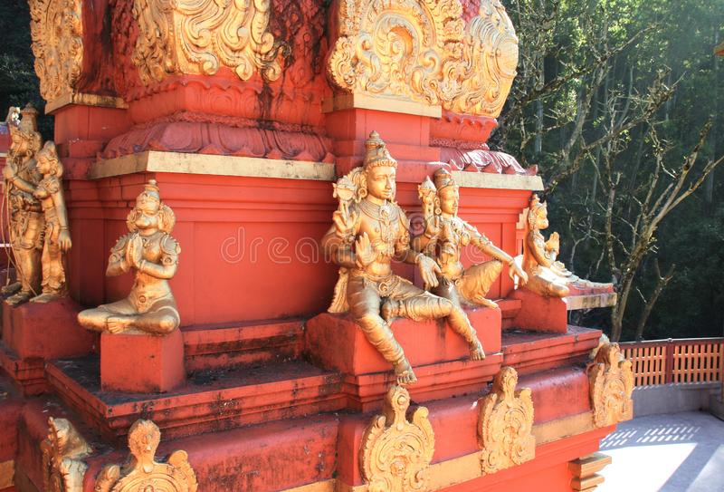 Standbeelden van helden van Ramayana en Lord Hanuman, de Tempel van Seetha Amman, Sri Lanka stock foto