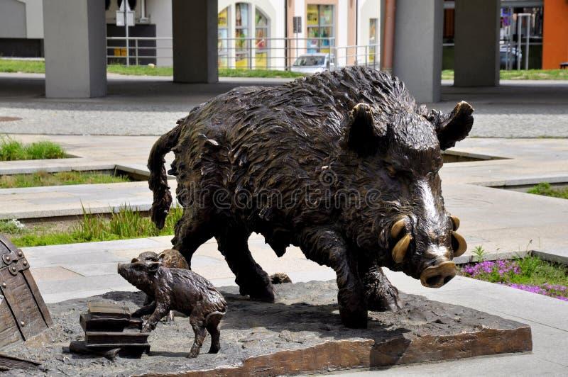 Standbeelden van wilde varkens stock foto's