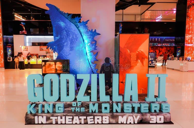 Standeen av en amerikansk gigantisk film Godzilla II: Konung av monsterskärmarna på bion royaltyfri foto