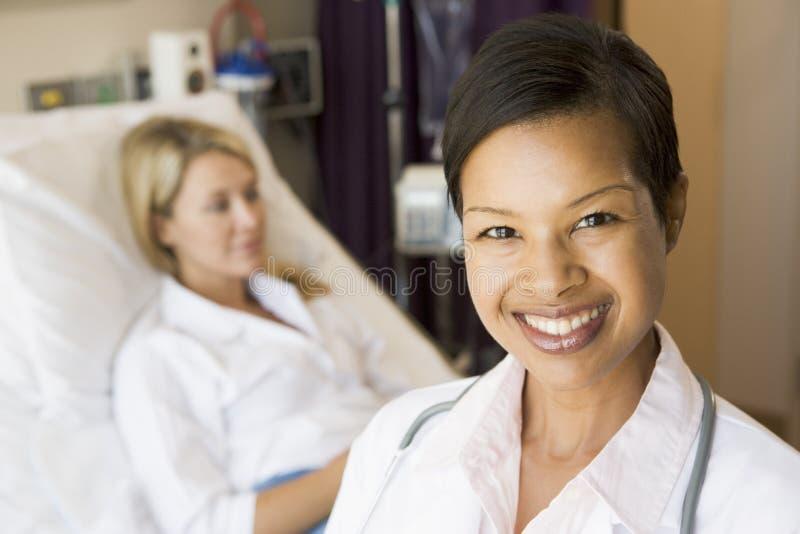 standing för sjuksköterskatålmodiglokal royaltyfri foto