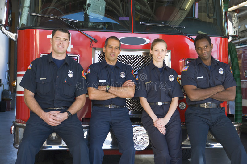 standing för stående för brandmän för motorbrand fotografering för bildbyråer