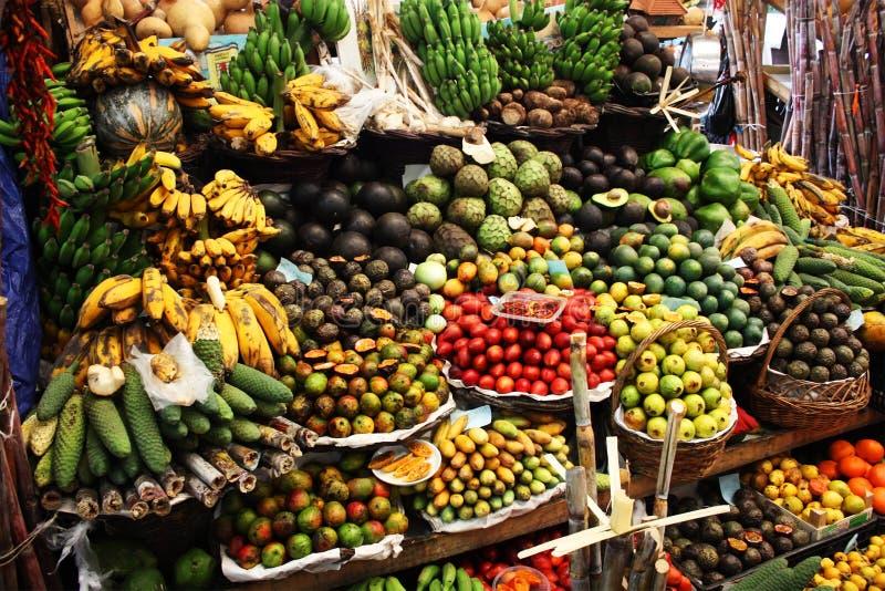 Standplatz der tropischen Frucht lizenzfreie stockfotografie