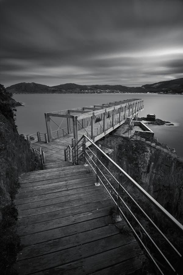 Standpunkt eines alten Bergwerkes B/W lizenzfreie stockfotografie