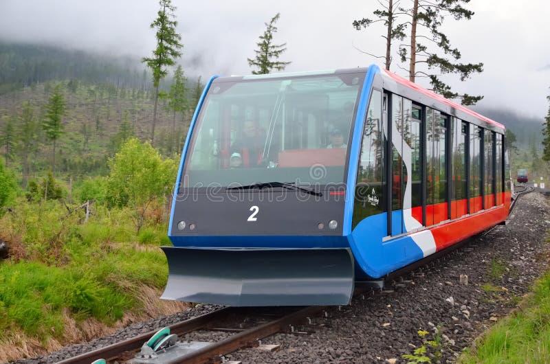 Standseilbahn an hohen Tatras-Bergen in Slowakei lizenzfreie stockbilder