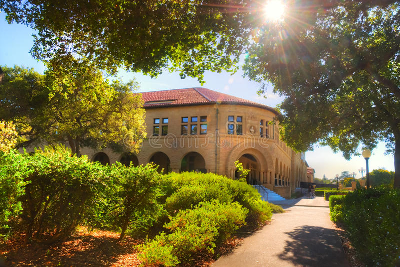 Stanford University Campus i Palo Alto, Kalifornien royaltyfri fotografi