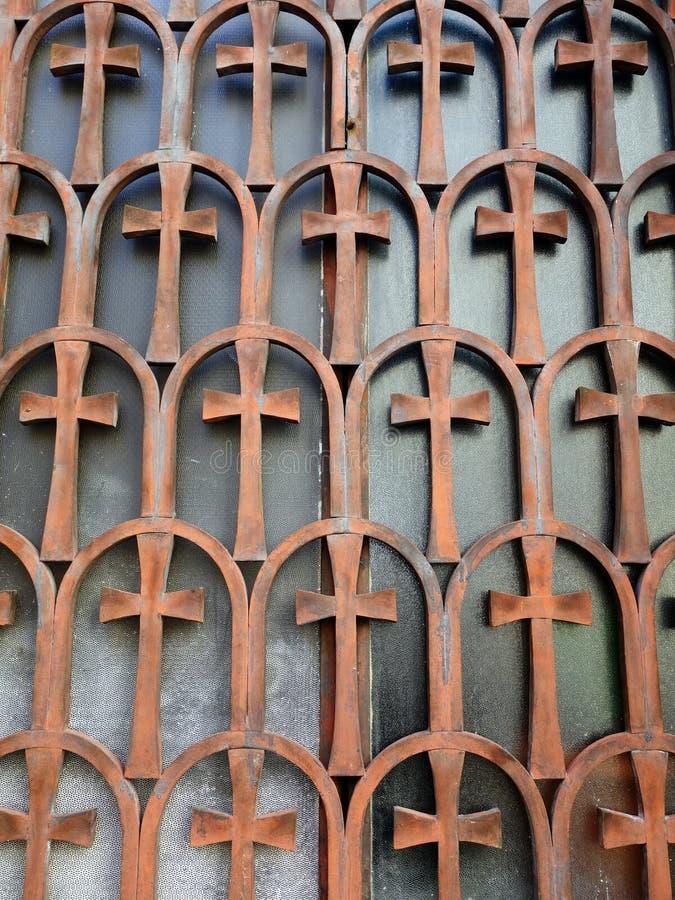 Stangen auf byzantinischem Kirchen-Fenster stockbild