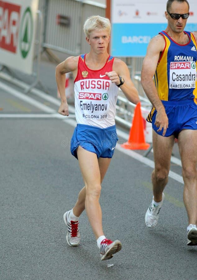 Stanislav Emelyanov no final da caminhada dos homens 20km imagens de stock