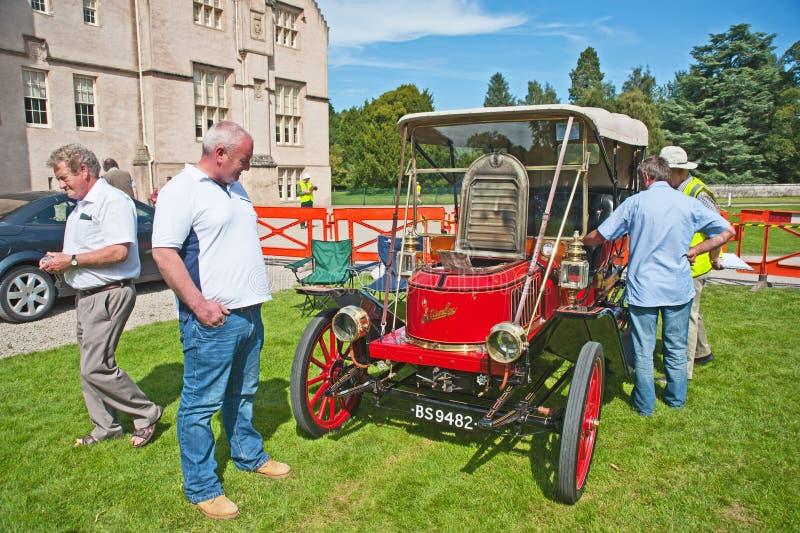 Stanley-Dampfauto datierte bis 1910 am Brodie Schloss. lizenzfreies stockbild
