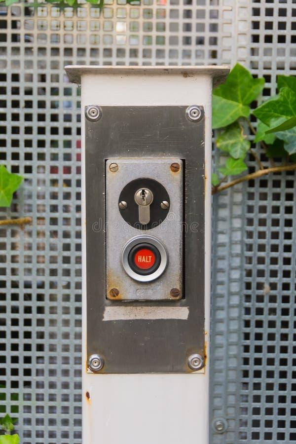 STANNA knappen och låset för elektrisk garagedörr royaltyfria bilder