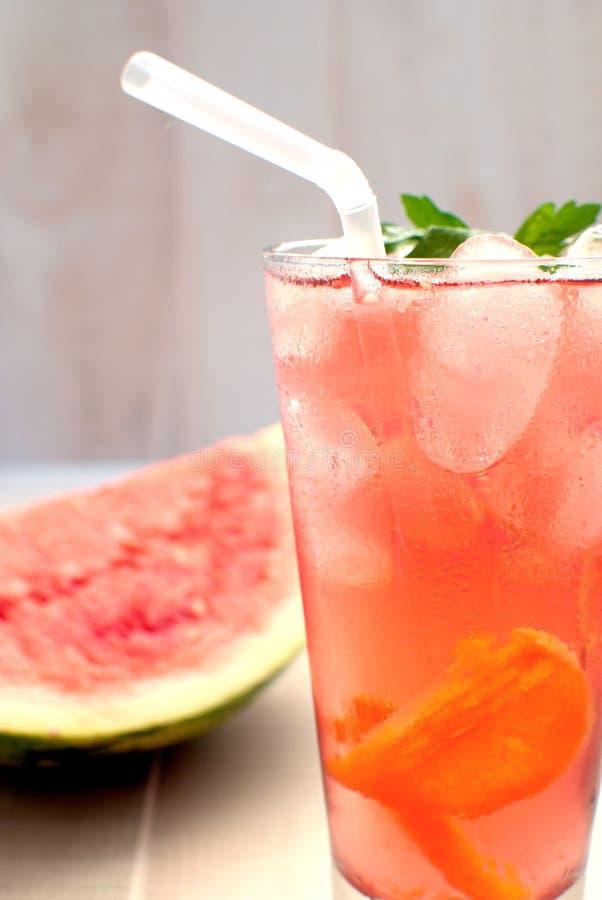 stansmaskinvattenmelon fotografering för bildbyråer