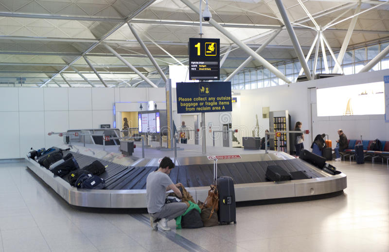 Stansted luchthaven, bagage wachtend gebied royalty-vrije stock foto