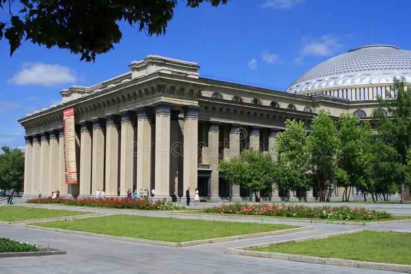 Stanu theatre opera i balet wśród zieleni lato fotografia royalty free