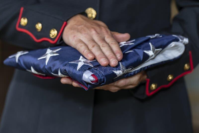 Stany Zjednoczone Żeński żołnierz piechoty morskiej Pozuje W wojskowym uniformu zdjęcie royalty free