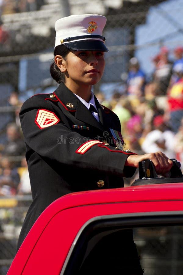 Stany Zjednoczone żołnierz piechoty morskiej w weterana dnia paradzie fotografia royalty free