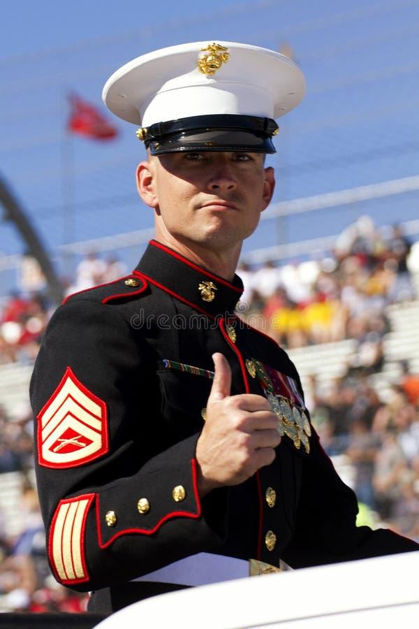 Stany Zjednoczone żołnierz piechoty morskiej w weterana dnia paradzie zdjęcie stock