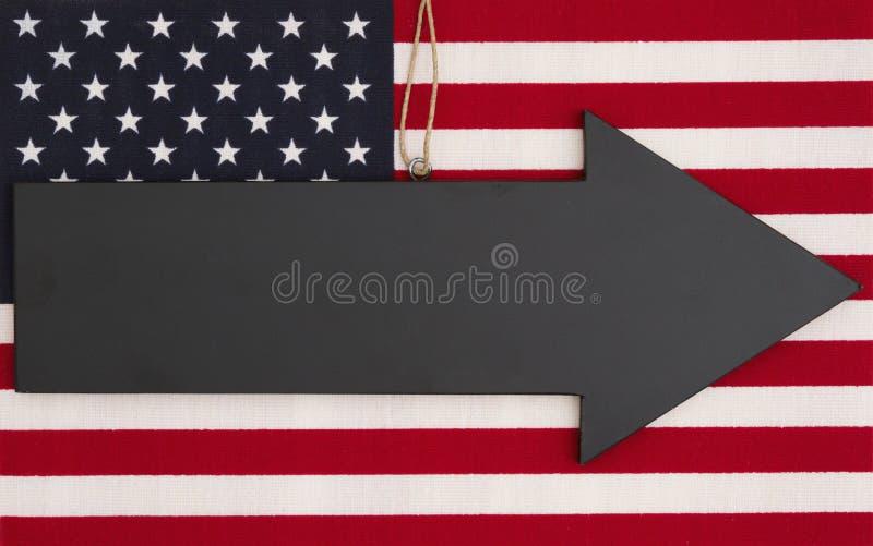 Stany Zjednoczone Ameryka flaga z czarną chalkboard strzała fotografia stock