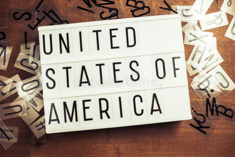 Stany Zjednoczone Ameryka słowo na Lightbox obraz stock