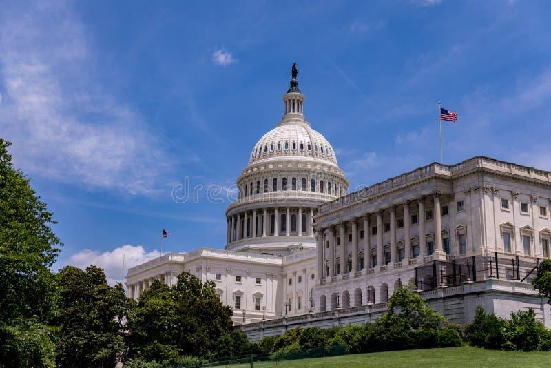 Stany Zjednoczone Capitol budynek przeciw niebieskiemu niebu obrazy royalty free
