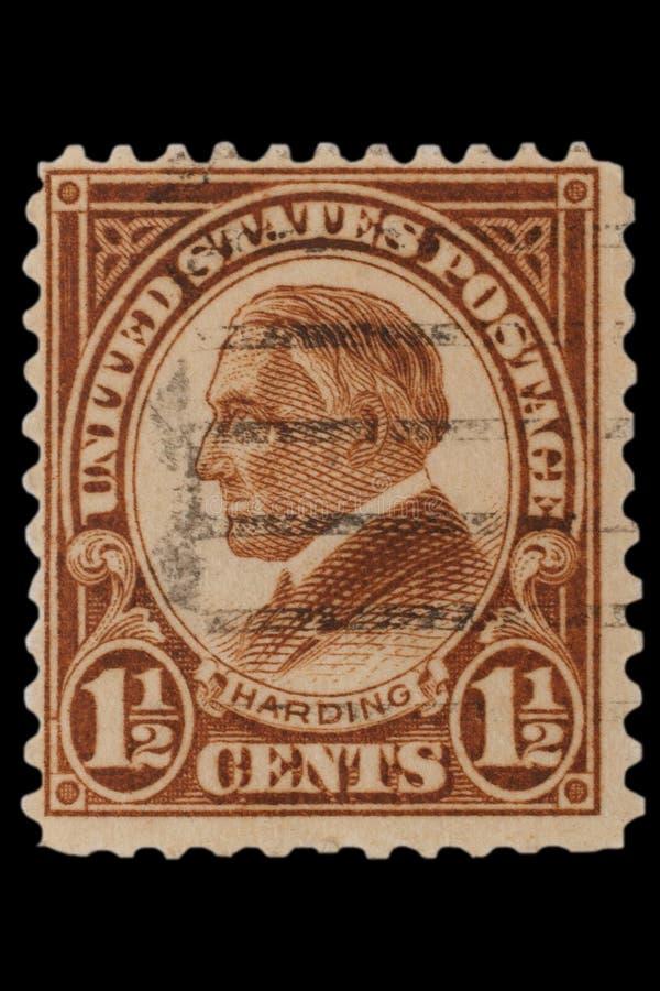 STANY ZJEDNOCZONE - OKOŁO 1920s: Rocznik USA 1 1/2 centów znaczek pocztowy z portretem Warren Gamaliel Harding Listopad 2, 1865 â obrazy royalty free