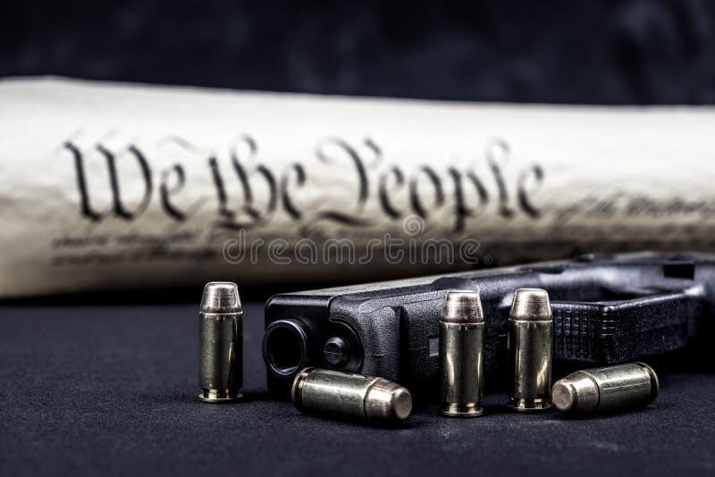Stany Zjednoczone pistoletu i konstytuci dobra zdjęcia stock