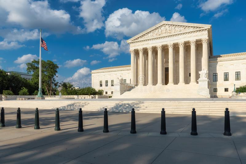 Stany Zjednoczone sądu najwyższy budynek przy letnim dniem w washington dc, usa zdjęcie royalty free