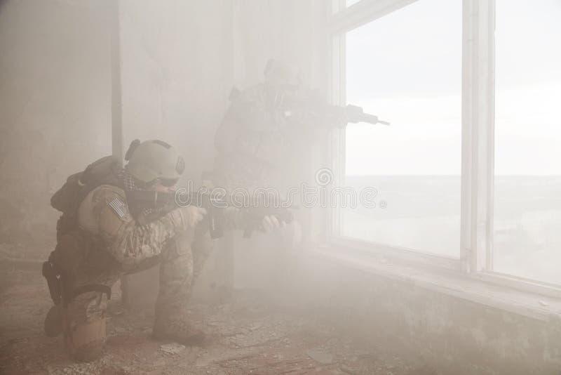 Stany Zjednoczone wojska leśniczowie w akci zdjęcie stock