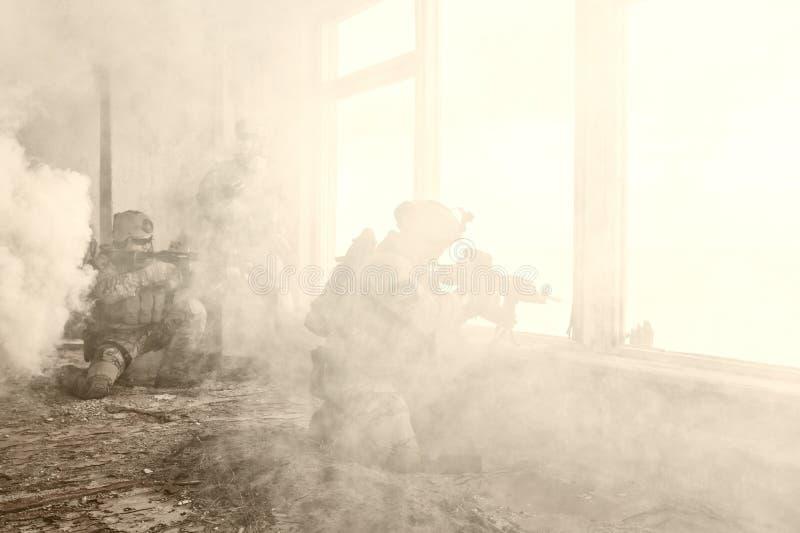 Stany Zjednoczone wojska leśniczowie w akci zdjęcia stock