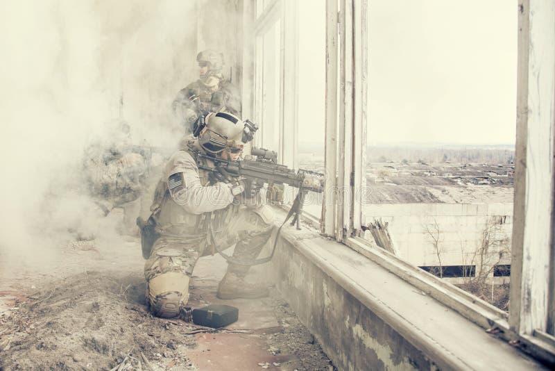 Stany Zjednoczone wojska leśniczowie w akci zdjęcie royalty free