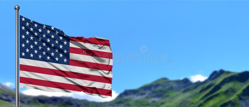 Stany Zjednoczone zaznacza falowanie w niebieskim niebie z zielonymi polami przy halnego szczytu tłem Natura temat zdjęcia stock