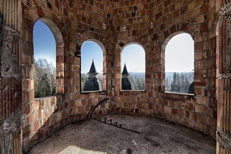Stanza abbandonata nel castello fotografie stock libere da diritti