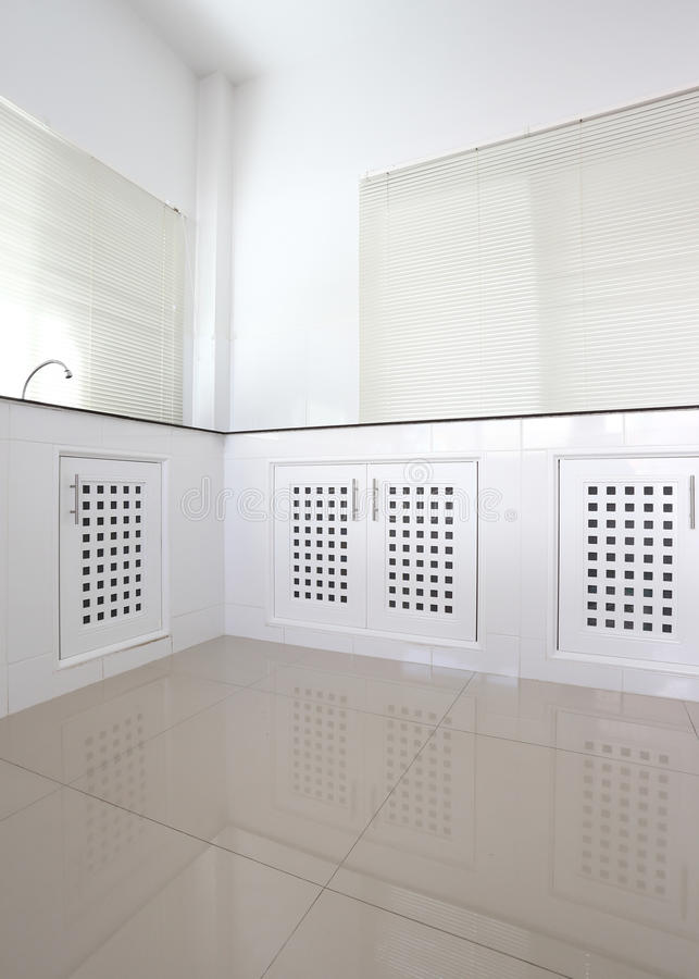 Stanza bianca della cucina fotografia stock