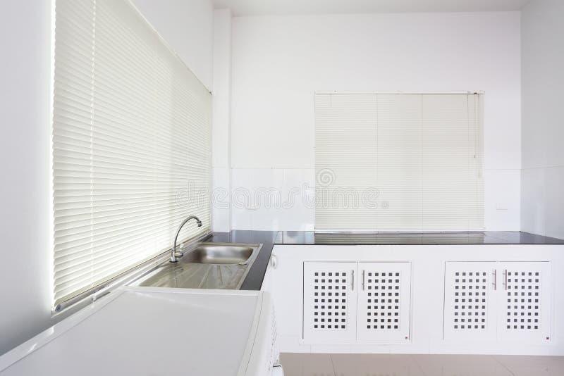 Stanza bianca della cucina fotografie stock libere da diritti