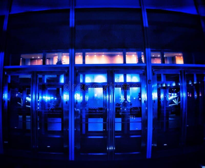 Stanza blu della porta immagini stock