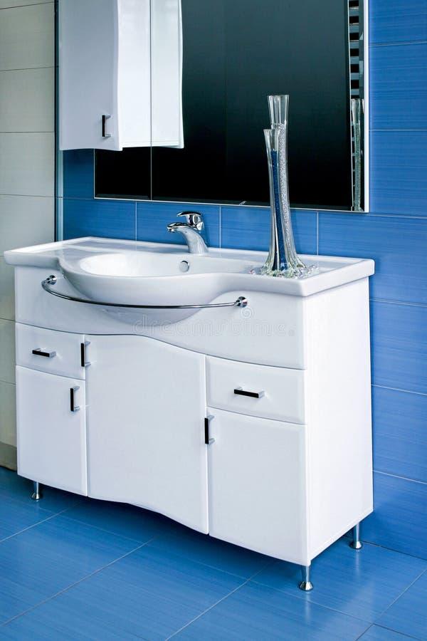 Stanza da bagno blu fotografia stock