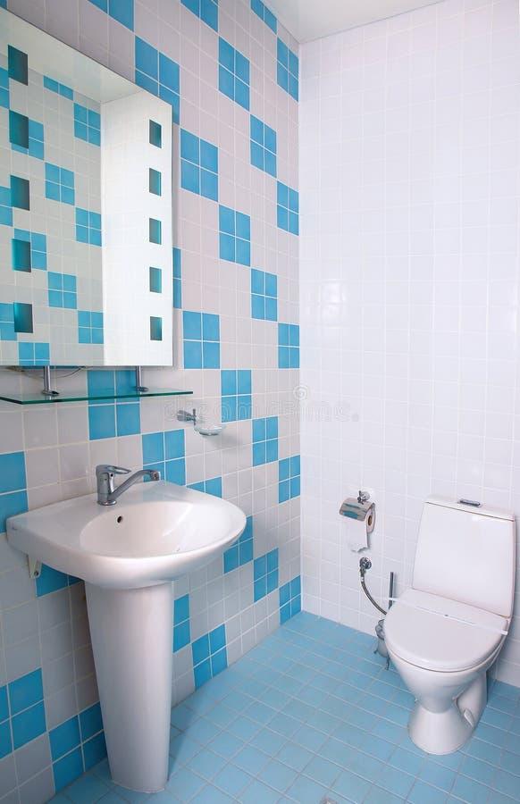 Stanza da bagno con il WC immagini stock