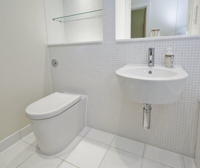 Stanza da bagno con le mattonelle di mosaico immagine stock immagine di fiore bathroom 11575143 - Mattonelle mosaico bagno ...