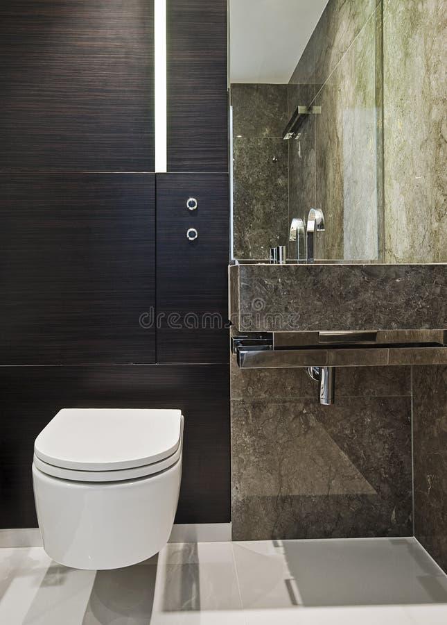 Stanza da bagno della serie in marmo marrone fotografia stock immagine di ottico rubinetto - Stanza da bagno ...