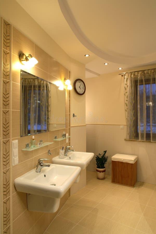 Stanza da bagno di lusso immagine stock immagine di bagno - Stanza da bagno ...
