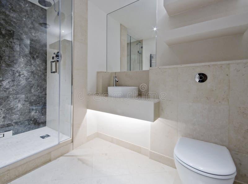Stanza da bagno di lusso con marmo fotografia stock immagine di